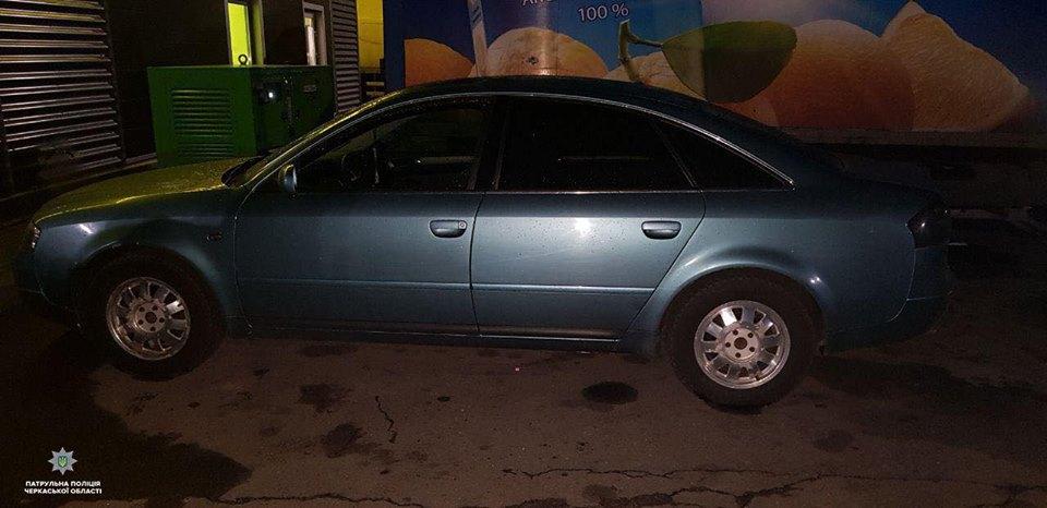 На трасі Київ-Одеса невідомі залишили автомобіль з підробним держномером